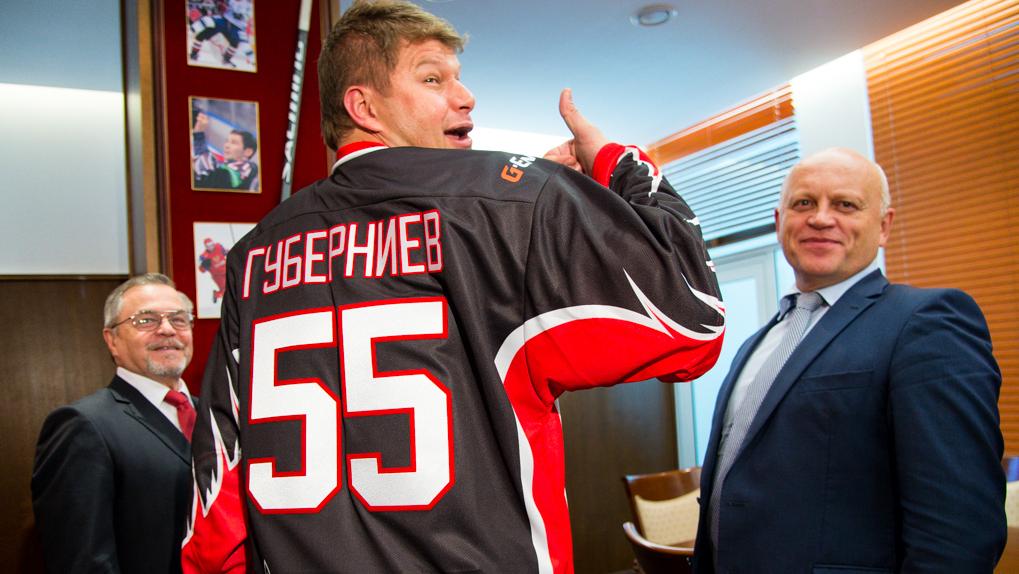 «У меня был спецкурс по хоккею». Дмитрий Губерниев заявил, что готов возглавить омский «Авангард»