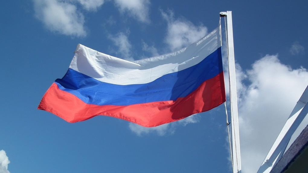 В честь Дня России омичам раздают ленточки с триколором