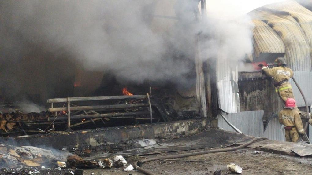 Город заволокло дымом: в Новосибирске произошёл крупный пожар на складе