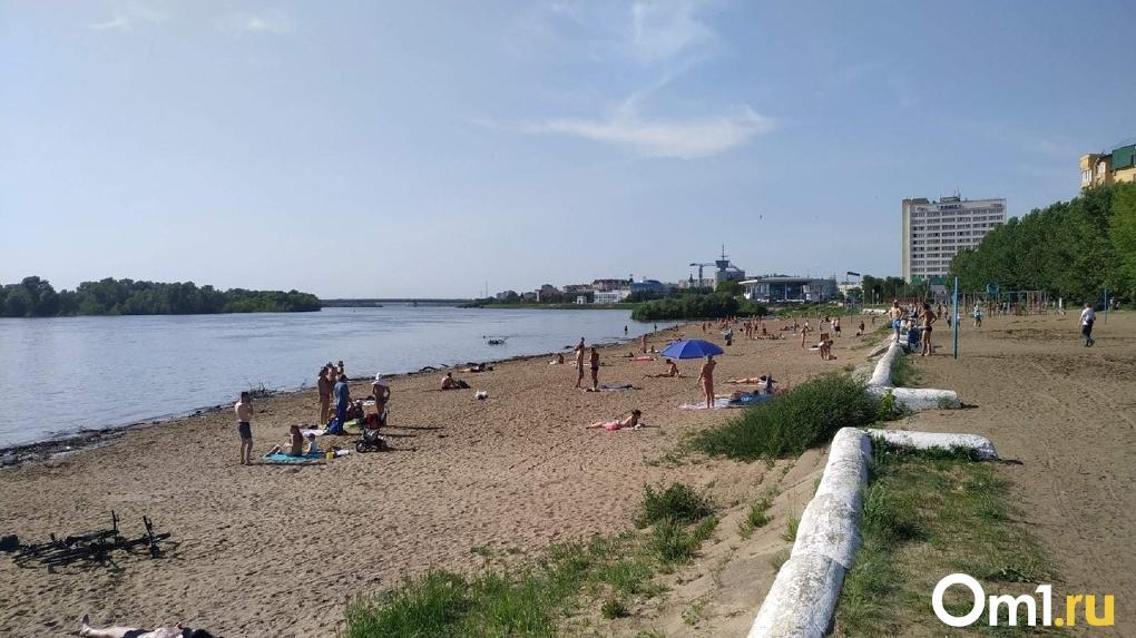 Минздрав уточнил, есть ли у омичей риск заразиться коронавирусом на пляже
