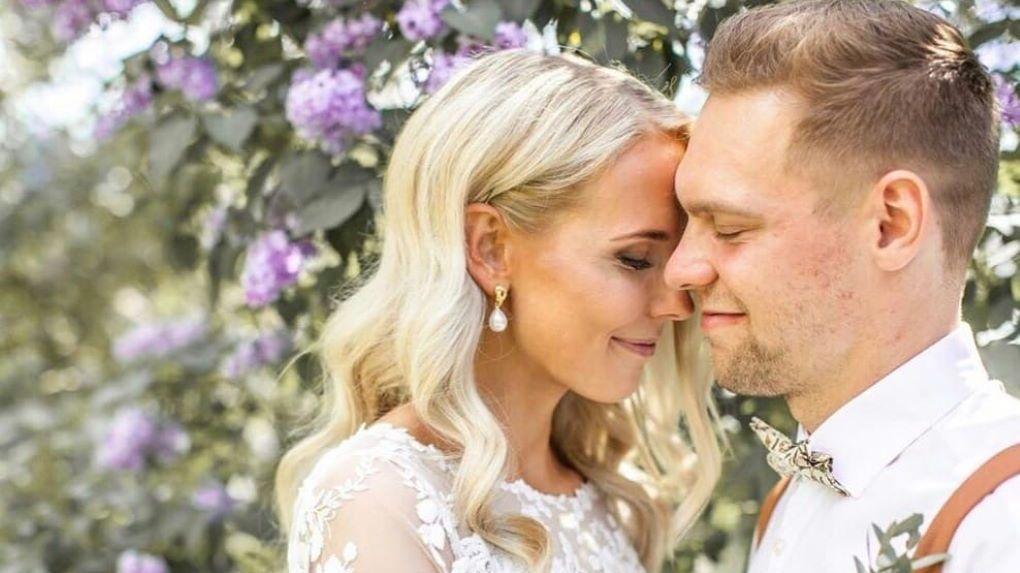 Вратарь новосибирской хоккейной команды женился на блондинке