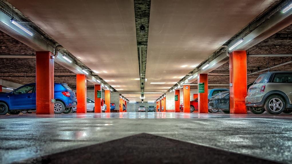 В Новосибирске резко упали цены на парковки и гаражи