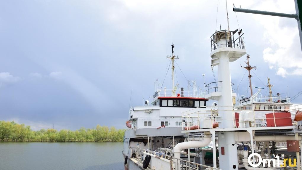 «Это же не машина»: у омича забрали лодку за то, что он с нарушениями катал пассажиров