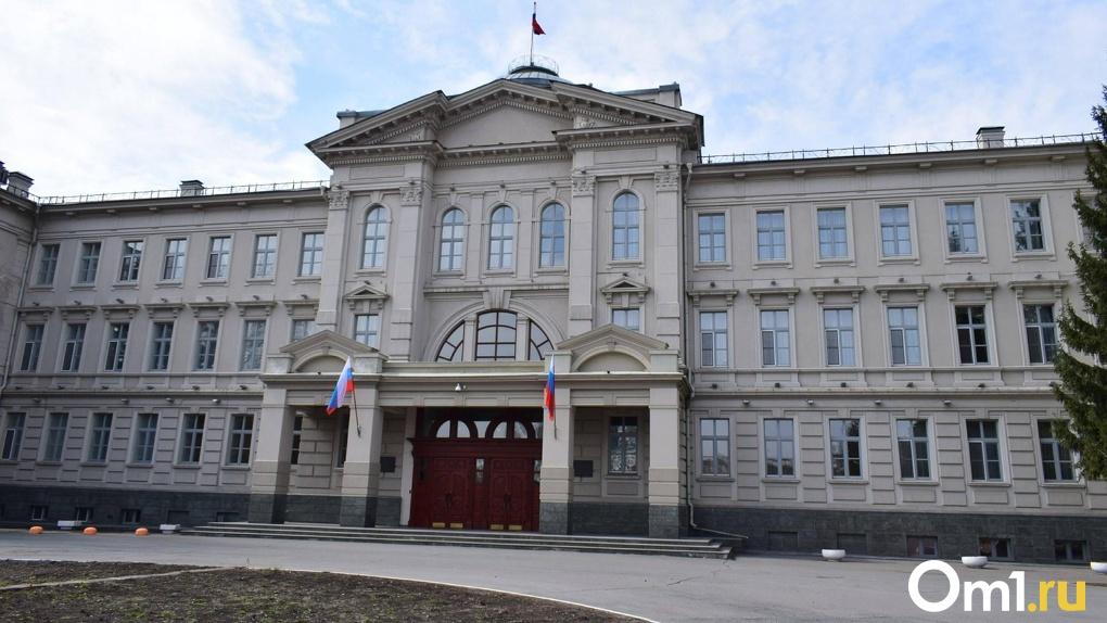 Омского депутата госпитализировали с подтвержденным коронавирусом