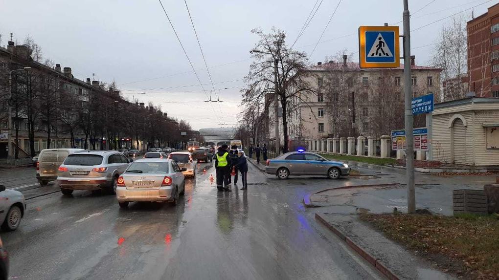 Водитель маршрутки насмерть сбил пенсионерку на нерегулируемом переходе в Новосибирске