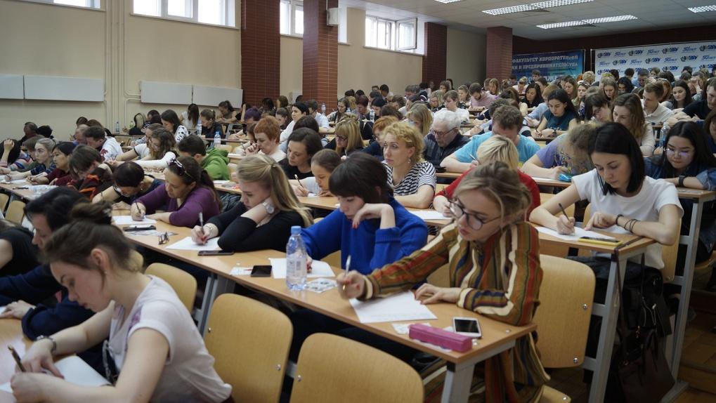 Организаторы «Тотального диктанта» заявили о мошенниках, которые продают курсы по русскому языку