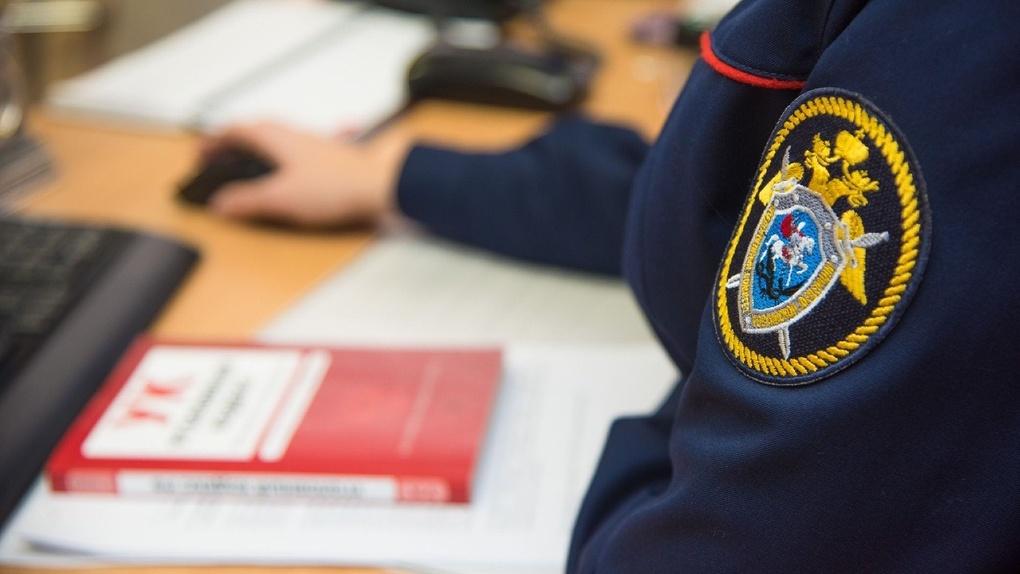 Продавал хорошие оценки: преподавателя новосибирского вуза судят за взятки