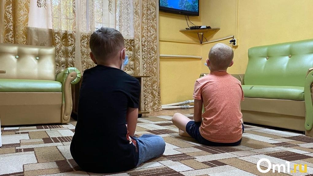 Гасила спички об руки детей: в Новосибирске воспитательница издевалась над пятилетними мальчиками