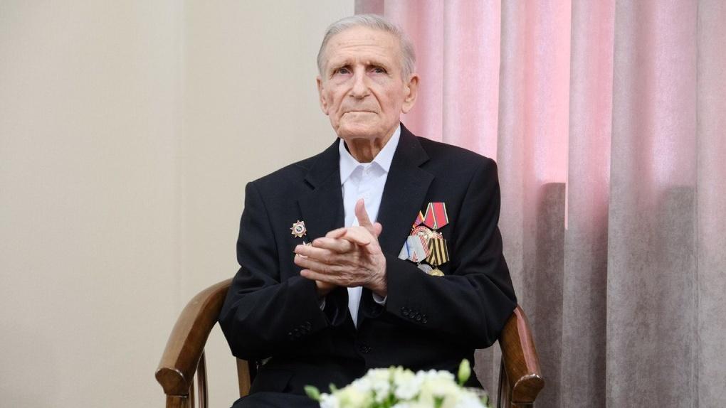Автор знаменитой диорамы новосибирский фронтовик и художник Вениамин Чебанов отпраздновал 95-летие
