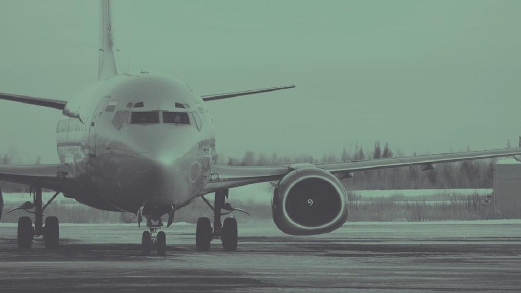 В Омском аэропорту не смог приземлиться рейс из Новосибирска