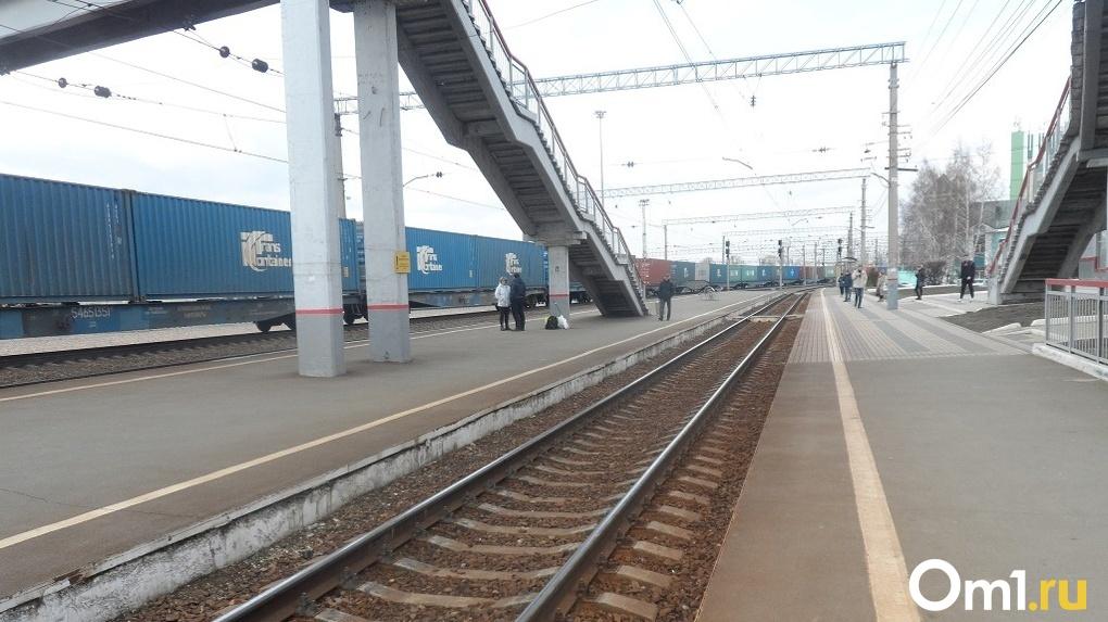 Новосибирец попал под поезд и выжил