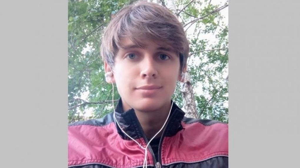 Парня с хвостом на голове полмесяца ищут под Новосибирском