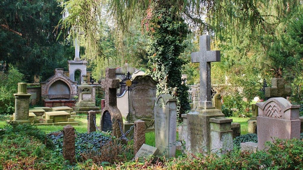 Из-за ненавистных чувств омичка осквернила могилу своего знакомого