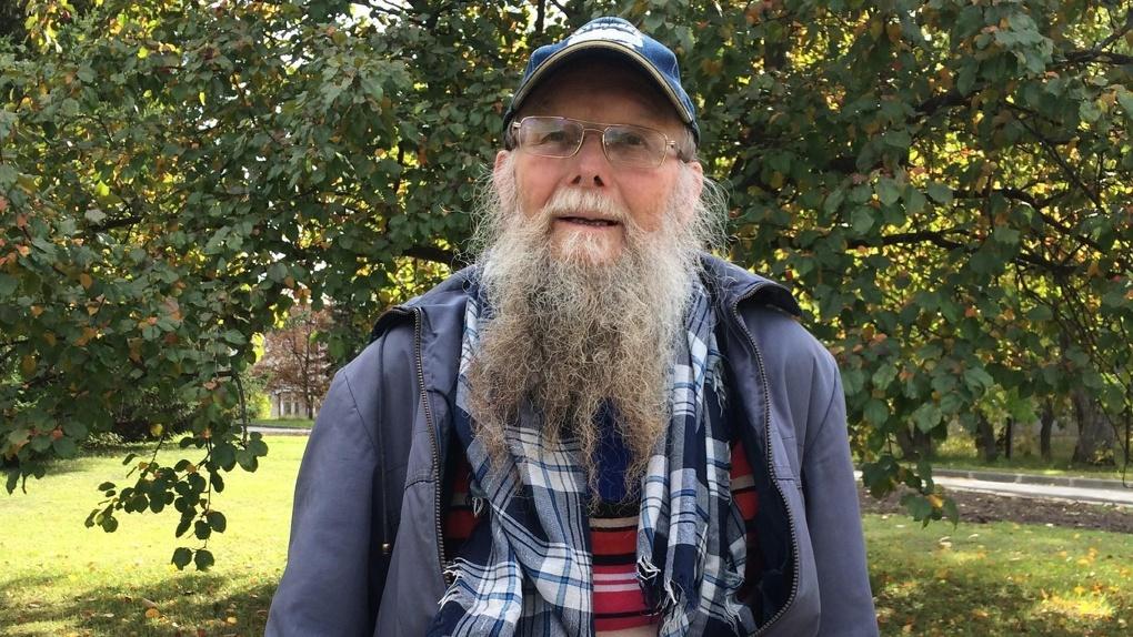 Бородатый мужчина с потерей памяти пропал в Новосибирске