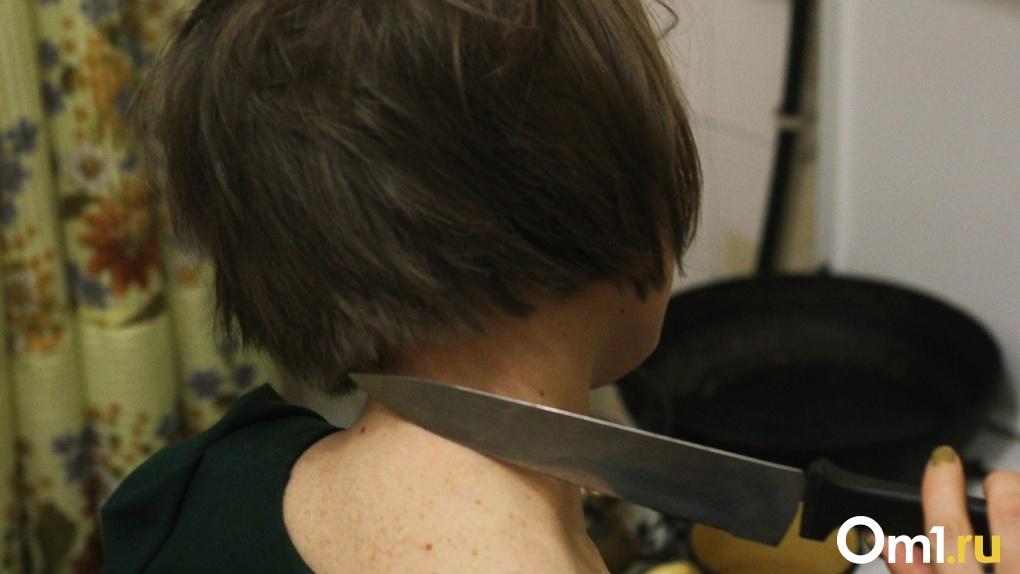 В Омской области женщина зарезала мужа сестры из-за оскорблений