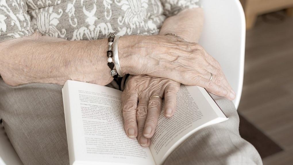 В клинике Новосибирска появилась вакансия «внук для пожилых пациентов»
