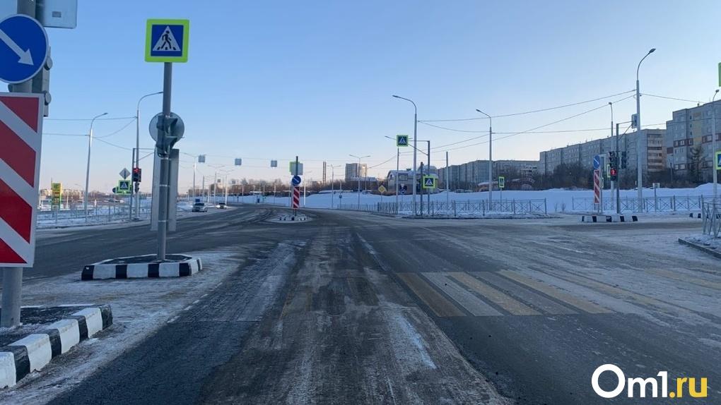 В Омске будут обследовать новую дорогу, на которой нашли повреждения спустя месяц после открытия