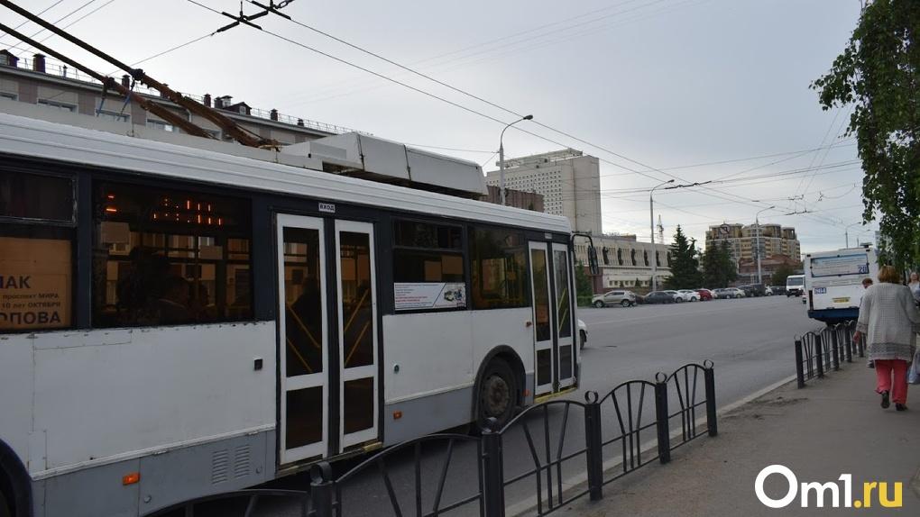 В Омске на Красном Пути был замечен суперсовременный троллейбус «Адмирал»