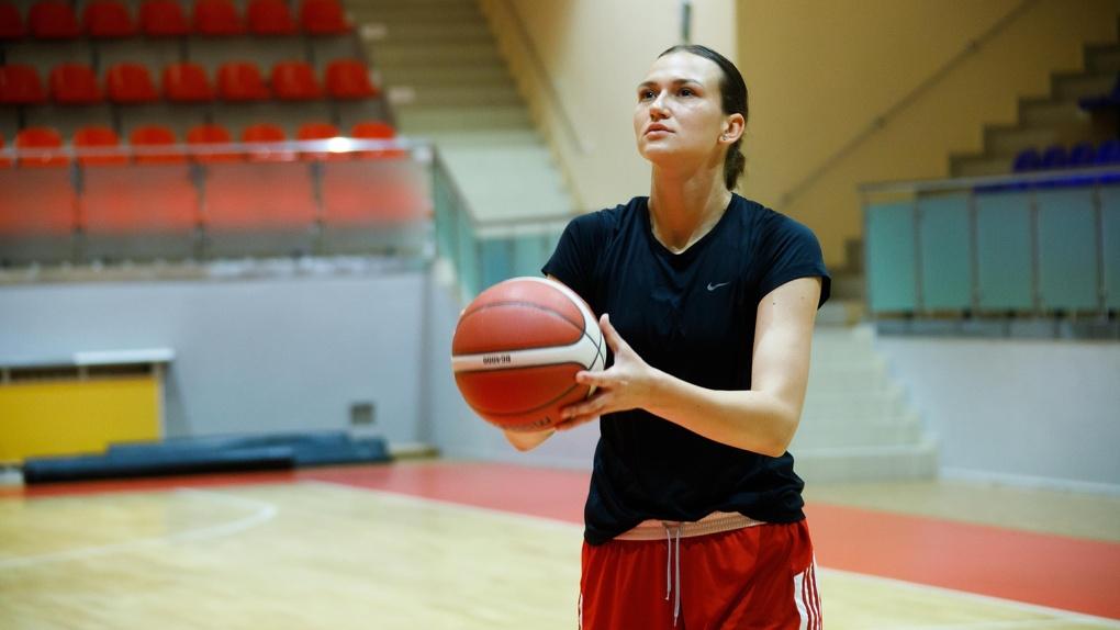 Новосибирскую чемпионку мира по баскетболу Викторию Черен забрал клуб Сыктывкара