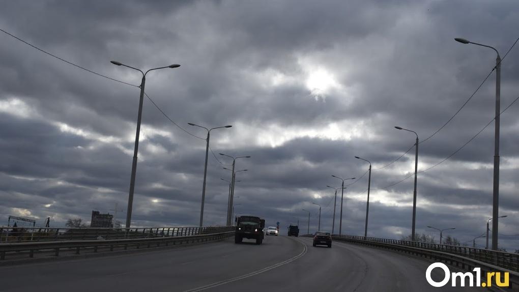 Компания, из-за которой придётся опять ремонтировать «горбатый» мост в Омске, исчезла на месяц