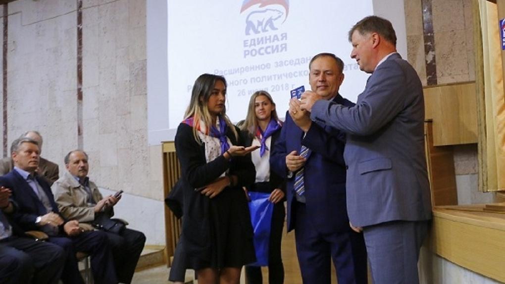 Спикер Омского горсовета Корбут получил партбилет