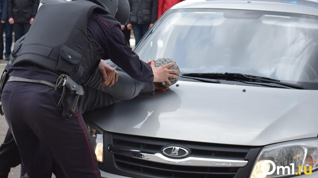 Срочно! Главного по закупкам в омском Минздраве допрашивают сотрудники ФСБ