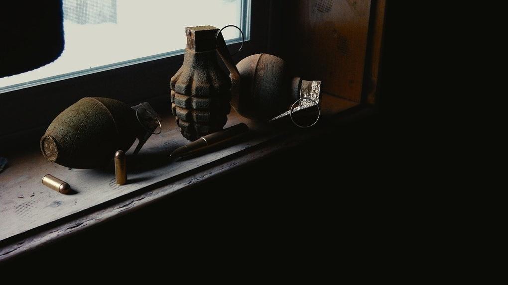 «Гранаты, мины и патроны»: пенсионер обнаружил склад боеприпасов в центре Новосибирска