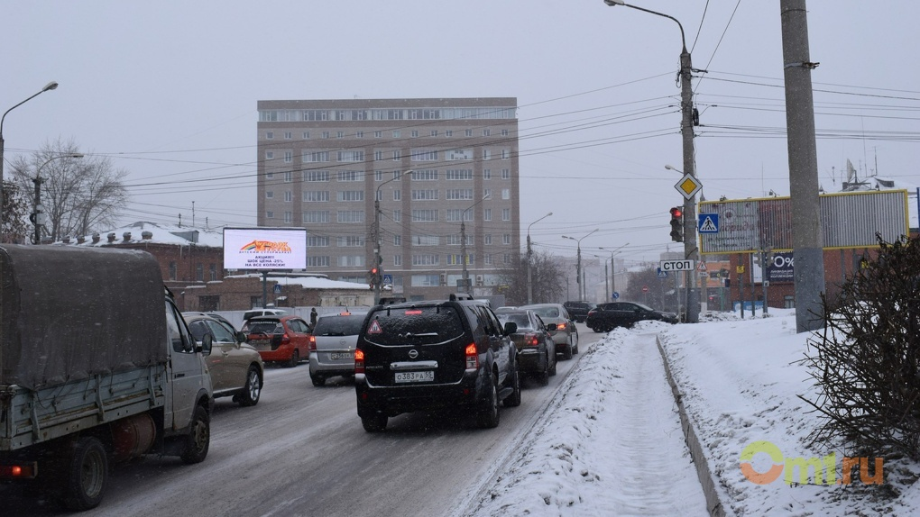 Рабочая неделя в Омске началась с 8-балльных пробок