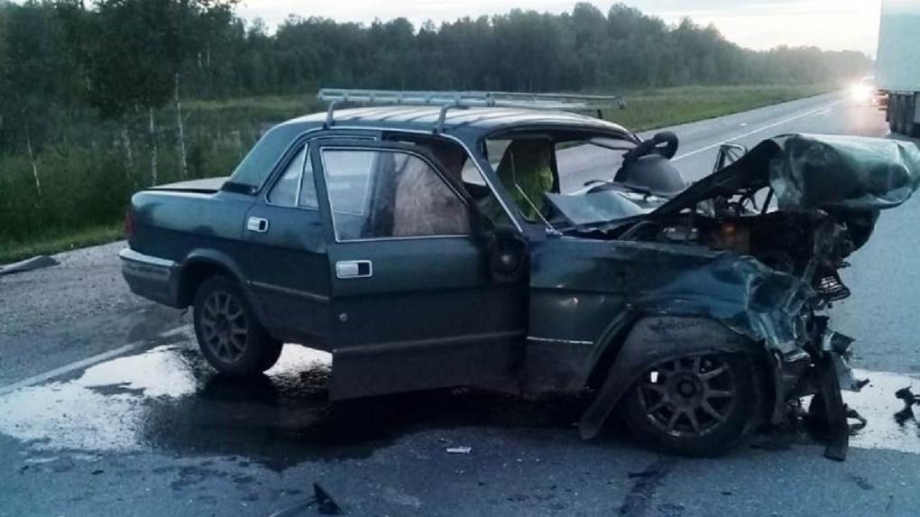 Водитель погиб, ребёнок в больнице: страшное ДТП произошло под Новосибирском