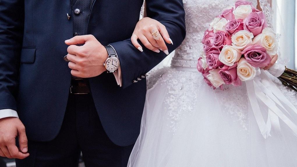 В Омске в канун Нового года пройдет 36 свадеб