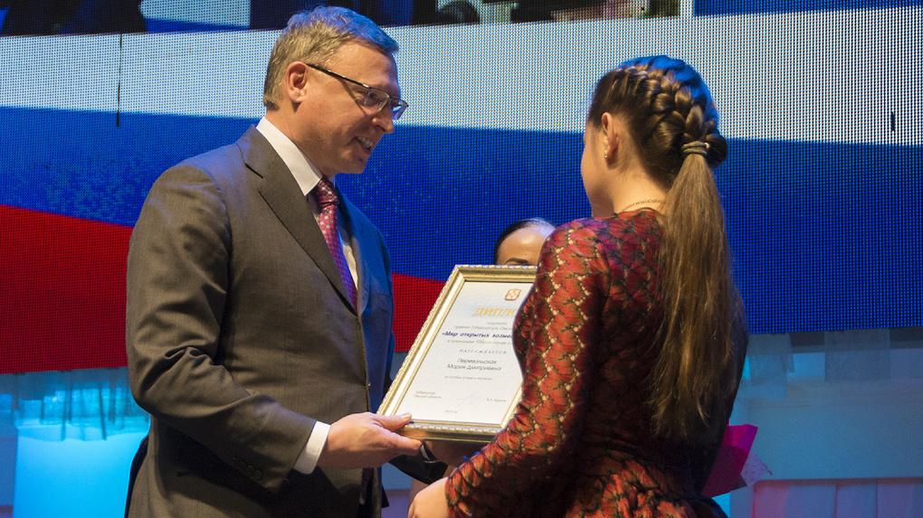 Одаренные дети-инвалиды получили награды от Буркова