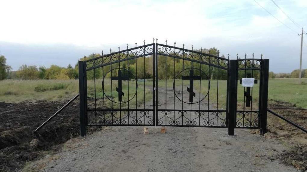 Омское кладбище закрыли для посетителей