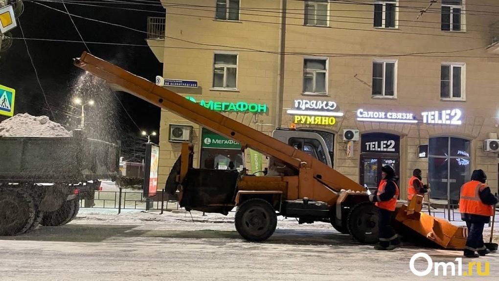 На чистку снега в Омске Фадина хочет потратить ещё 43 млн рублей