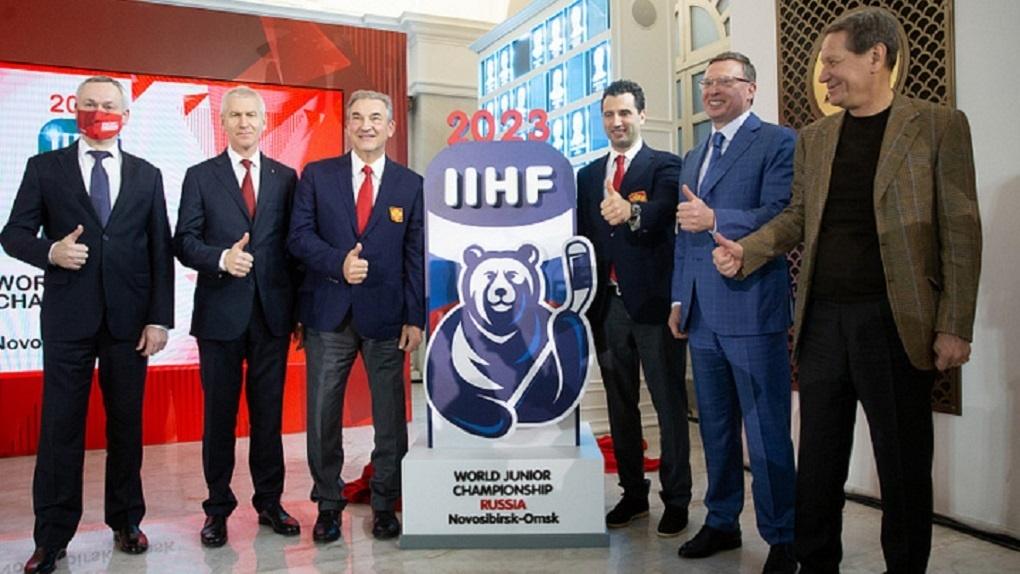 Новосибирской области официально передали эмблему МЧМ-2023 года по хоккею