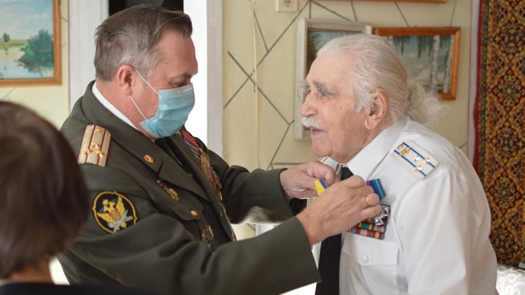 Новосибирский фронтовик Яков Осадчий отметил 100-летний юбилей