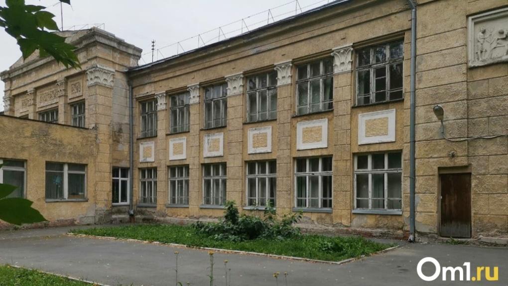 Новосибирские власти за пять миллионов снесут скандальную школу № 54 в центре города