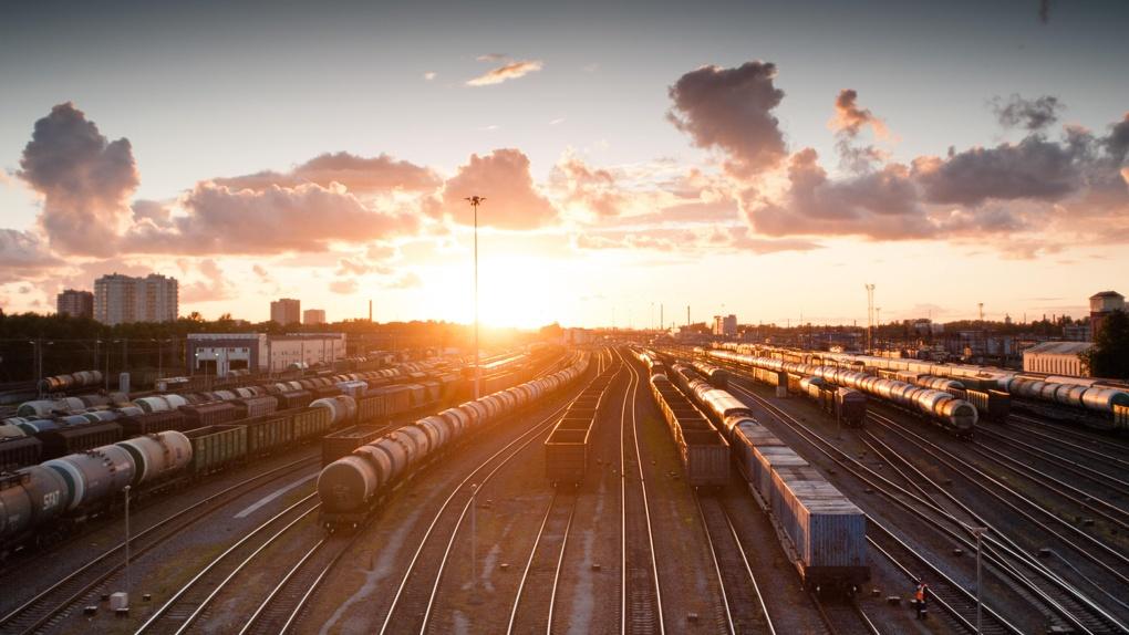 Омичи не смогут уехать на поезде в Казахстан