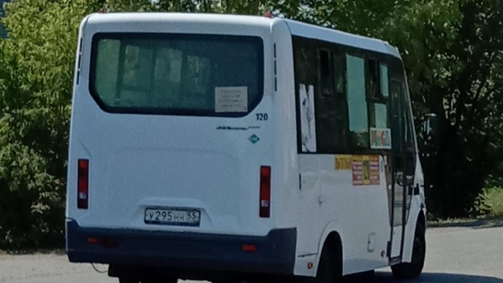 Водители маршруток в Омске захлопывают двери перед детьми и стариками и уезжают