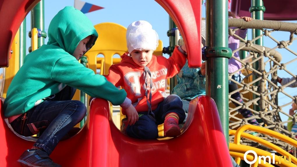 Детсады в Омске не смогут принять сразу всех детей