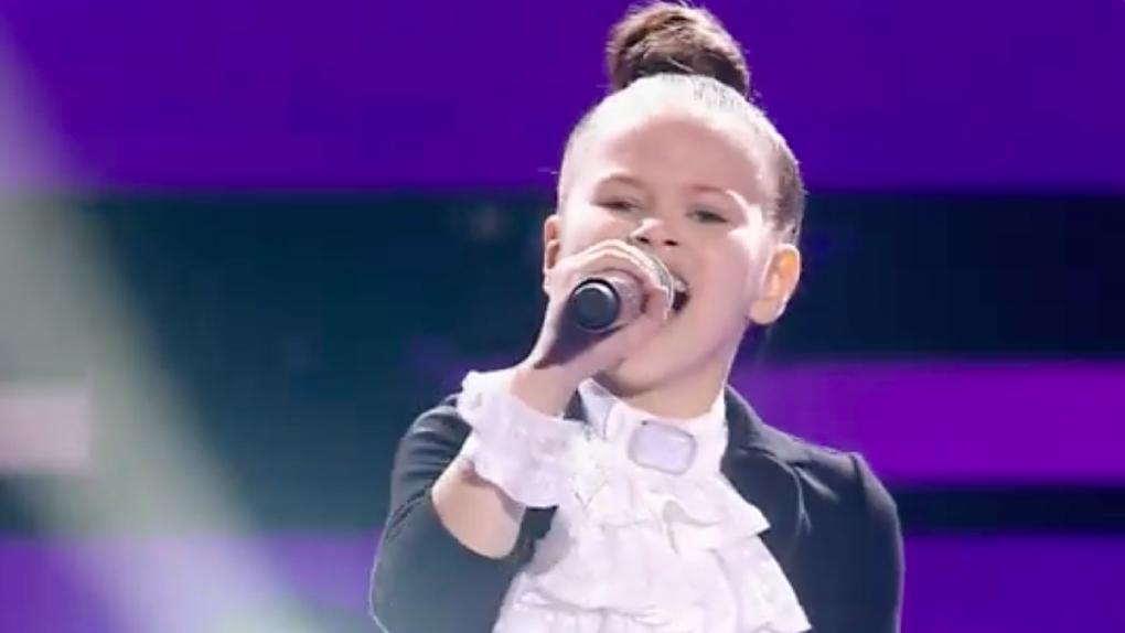 «Сибирь в шоке»: 8-летняя школьница из Новосибирска вызвала фурор на шоу «Голос. Дети»
