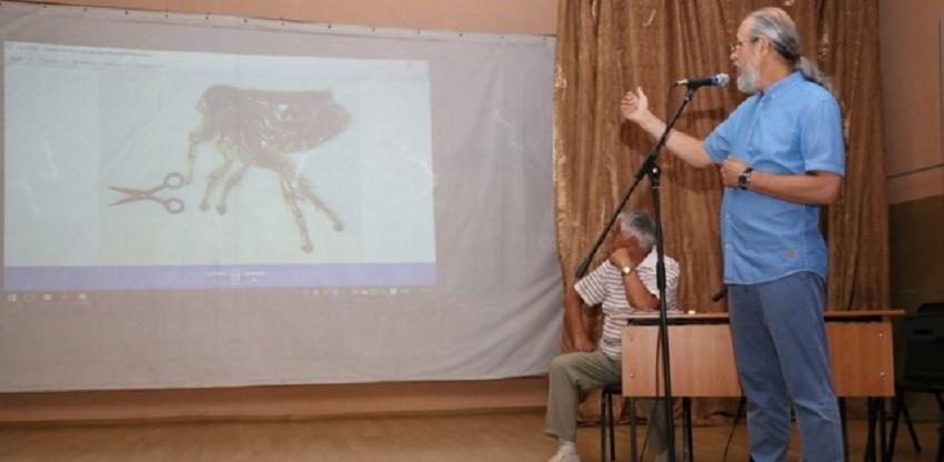 Анатолий Коненко рассказал в омской колонии, как подковать блоху