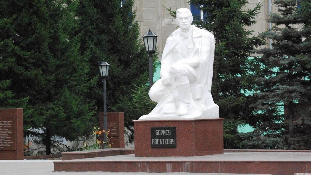 В Новосибирске отремонтируют памятник Борису Богаткову