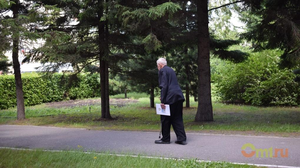 В Омской области из числа пенсионеров продолжают работать только 20%