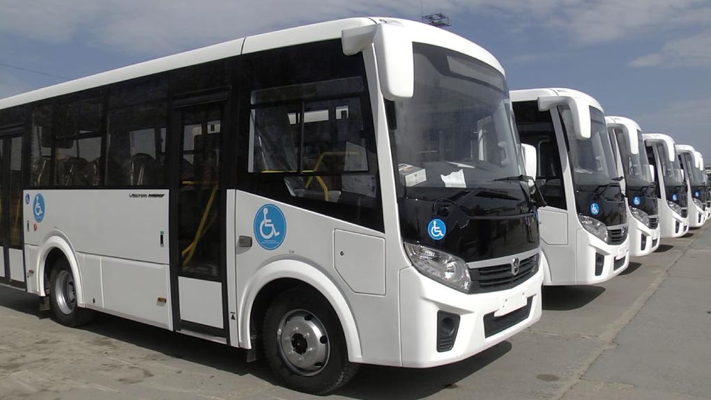В Омской области застряло 10 автобусов с иностранными мигрантами