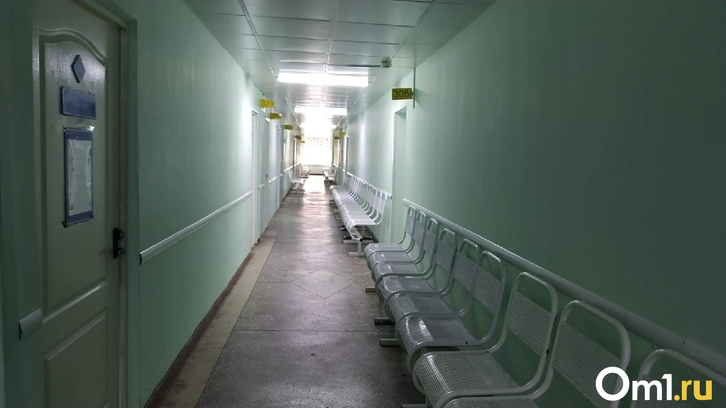 В Омской области пациентов больницы заперли на ключ и не пускают к ним врачей