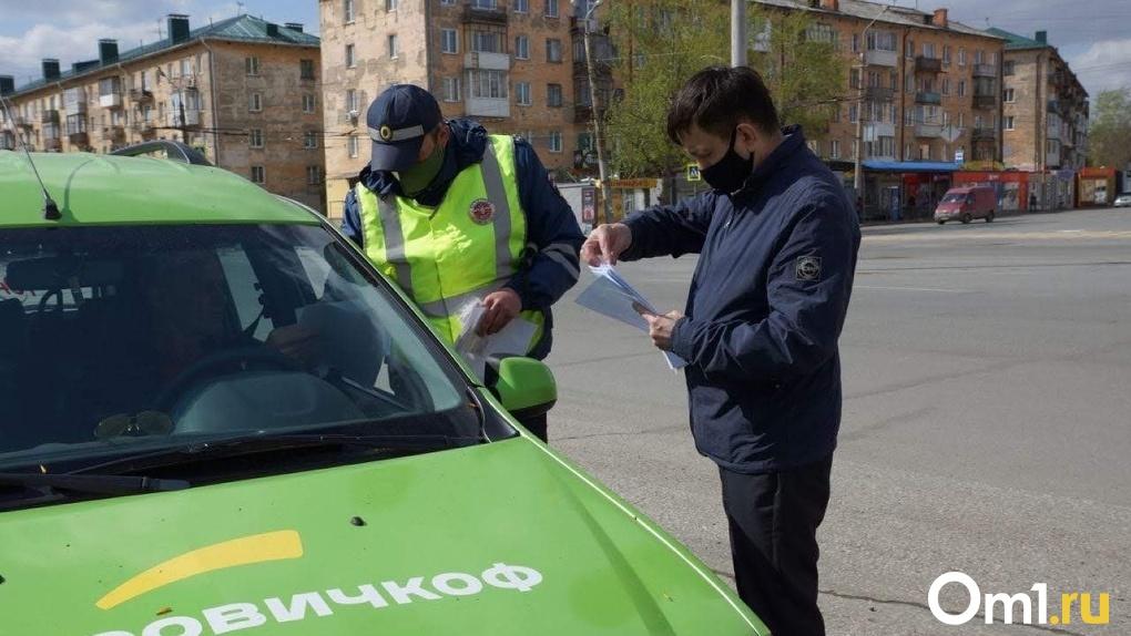 В Омске оштрафовали 300 таксистов за поездки без лицензии