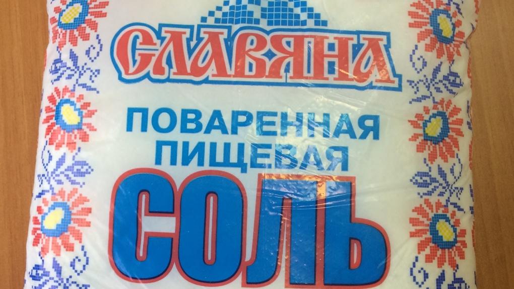 Внутри стекло или кристаллы? В Новосибирске сняли с продажи подозрительную соль