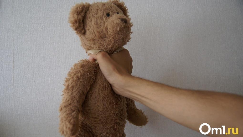 Убью тебя, мелкий ублюдок: по Новосибирску прокатилась волна зверских издевательств родителей над детьми