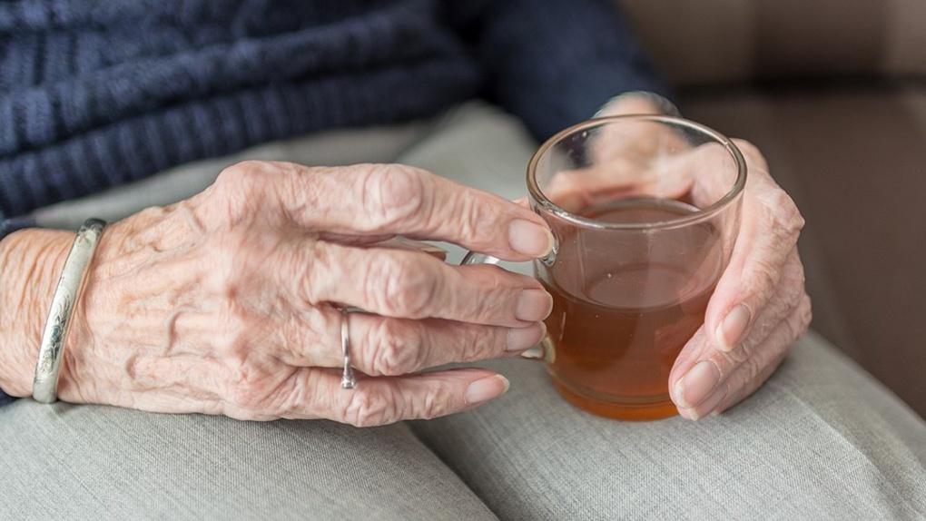 Омич отбил лёгкие и переломал рёбра своей 83-летней бабушке