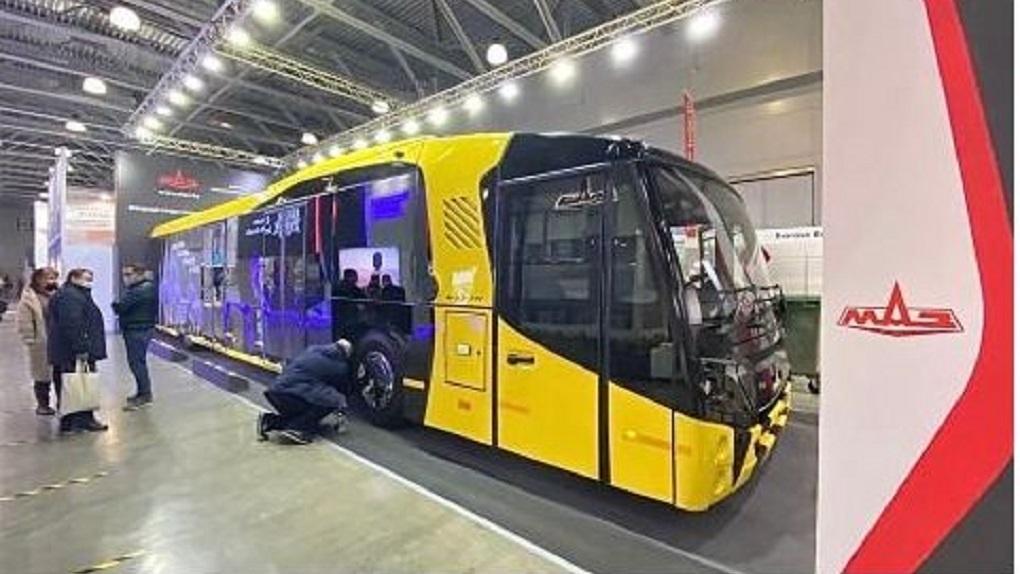 В омском аэропорту появился автобус за 22,5 миллиона рублей